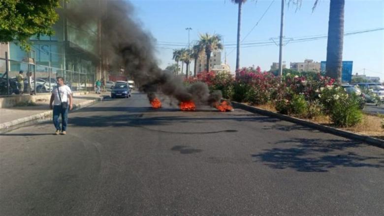صاحب معرض للسيارات يقطع الطريق بسبب تكبّد القطاع خسائر متكرّرة!