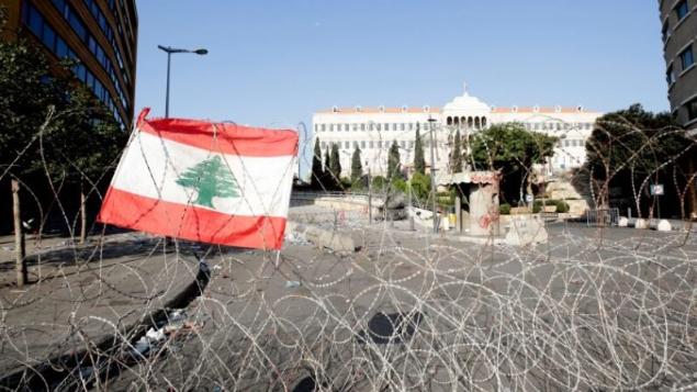الأزمات تتكاثر والمساعي تتساقط.. العناد السياسي يمنع الحكومة ويعدم لبنان