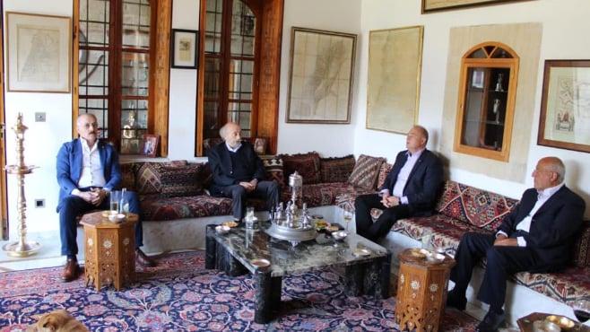جنبلاط التقى السفير الروسي في المختارة