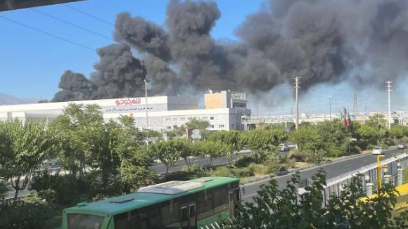 حريق ضخم بمصنع غربي طهران