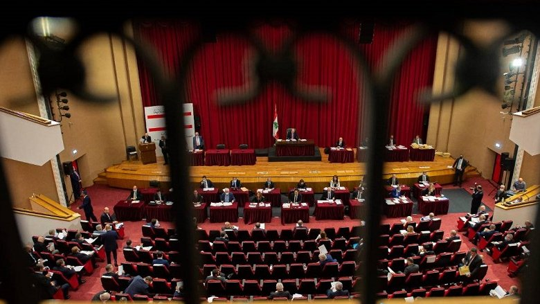"""سجالات مقزّزة على أوجاع اللبنانيين... و""""اللقاء الديمقراطي"""" يرفض الحصانات: الامتحان بالتصويت"""