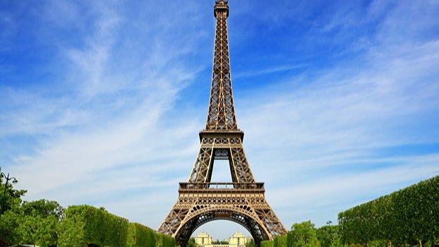 """برج إيفل عاود إستقبال الزوار بعد توقف دام 9 أشهر بسبب """"كورونا"""""""