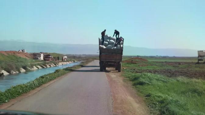رفع أسعار الخبز والبنزين في سوريا يمعن في استنزاف لبنان... والتهريب أيضاً