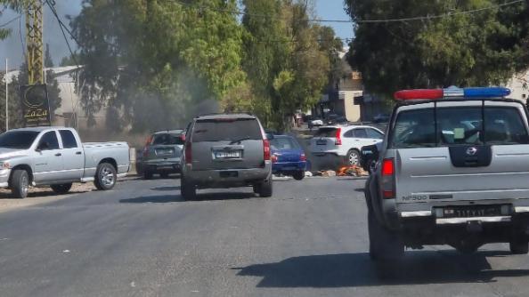 محتجون قطعوا طريق عام النبطية الفوقا - كفرتبنيت بالإطارات المشتعلة