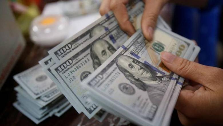 التجّار يُسعّرون بالدولار… وأصحاب الدخل المحدود مُستاؤون