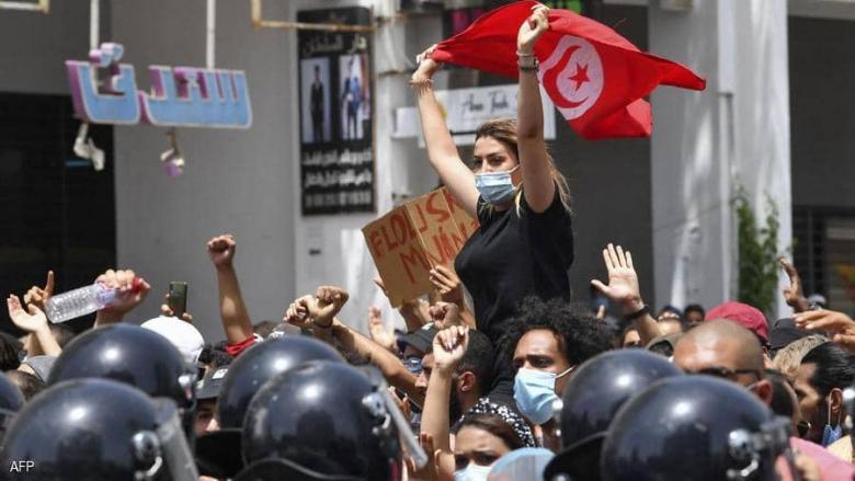 على وقع الشارع المنتفض.. اجراءات استثنائية للرئيس التونسي