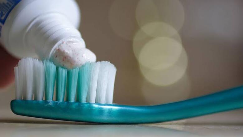 هل للفلوريد الموجود في معجون الأسنان مضار على الصحة؟