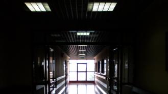 تأجيل للعمليات ووقف المكيّّفات.. واقع المستشفيات في ظل التقنين