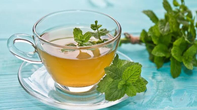الشاي بالنعناع يساعد على تحسين الهضم وتخفيف التوتر