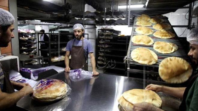 بعد التحذير من طوابير الخبز.. ما جديد الأزمة؟