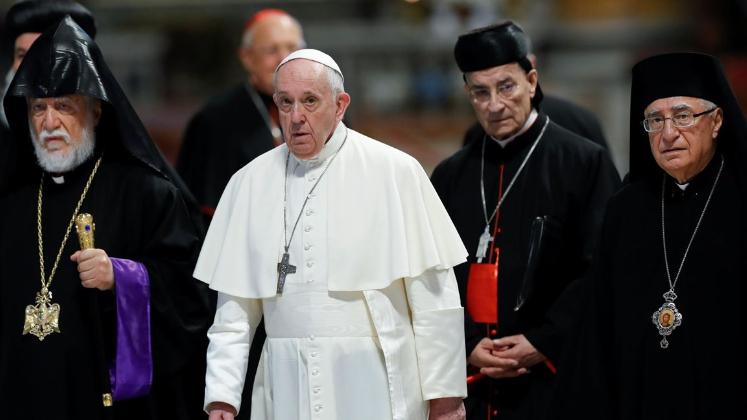 البابا فرنسيس اختصر سبب الأزمة... ماذا في كواليس الحراك الدولي حول لبنان؟