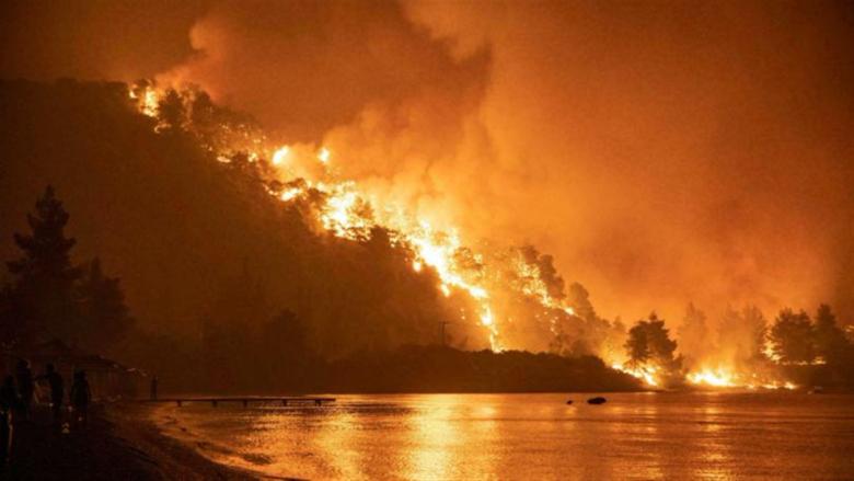 اليونان تكافح الحرائق المشتعلة لليوم الثامن على التوالي
