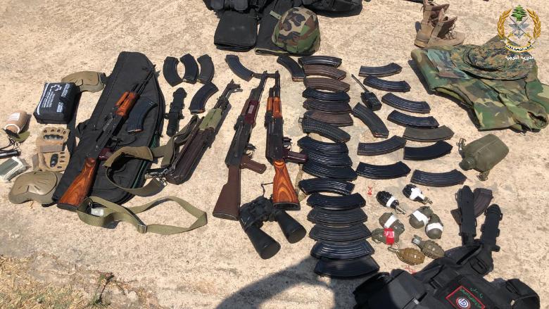 بالصور: وحدات الجيش المنتشرة في مختلف المناطق اللبنانية توقف عدداً من الشبان المتوجهين للمشاركة في الذكرى الاولى لانفجار مرفأ بيروت وبحوزتهم كميات من الاسلحة والذخائر