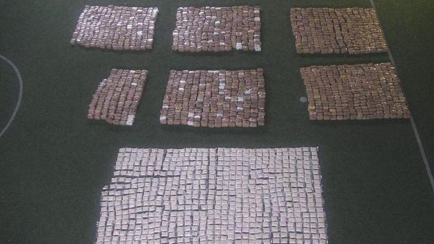 بالصور: إحباط عملية تهريب أكثر من مليوني حبة كبتاغون و2 طن من الحشيشة عبر مرفأ بيروت