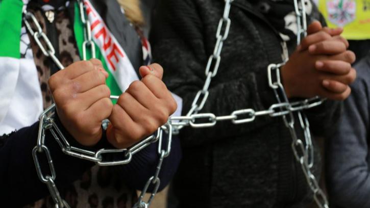 """""""التقدمي"""" يدين ممارسات العدو بحق الأسرى والمعتقلين: لفرض الحل العادل للقضية الفلسطينية"""