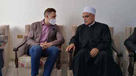 """بالفيديو: تيمور جنبلاط يزور أبي المنى على رأس وفد من """"التقدمي"""": كلنا الى جانبك"""
