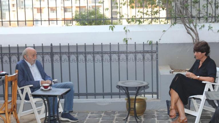 جنبلاط عرض مع السفيرة الفرنسية التطورات