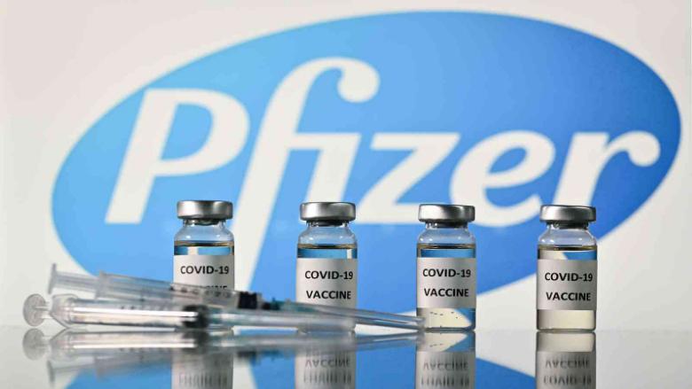 الولايات المتّحدة تجيز إعطاء جرعة ثالثة من لقاح فايزر للمسنّين والمعرّضين للخطر