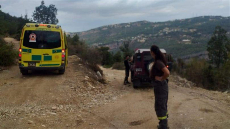 الدفاع المدني أنقذ مواطناً سقط في منحدر ببلدة يحشوش