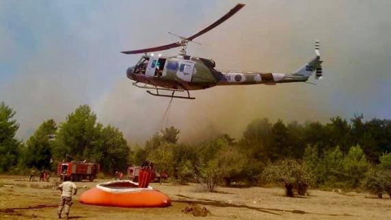 حريق كبير بين بلدتي غريفة ومزرعة الشوف.. والطوافات تتدخل لتطويق النيران