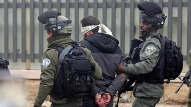 قوات الإحتلال تعتقل 5 من أقارب عائلات الأسرى الفلسطينيين الفارين من سجن جلبوع